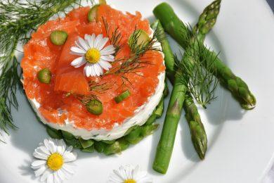 Tortino di asparagi, formaggio e salmone